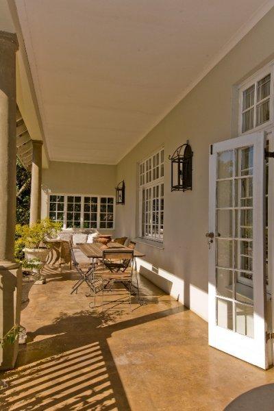 Lemon-Tree-patio