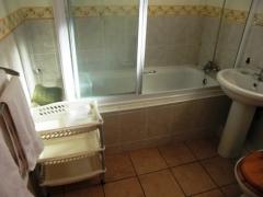 unit-2-bathroom_0